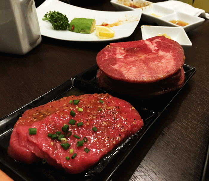 右手左手それぞれでご飯を食べるメリットは速度と焼肉を食べる時に役立つ